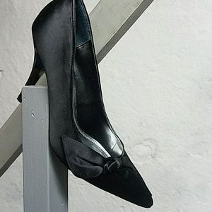 WHBM dressy black 4 inch heel w/bow